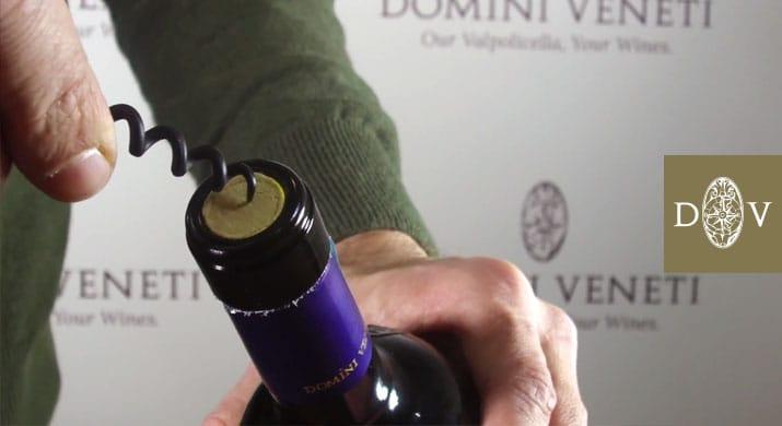 Come Forare Una Bottiglia Di Vetro.Come Stappare Una Bottiglia Nel Modo Giusto Domini Veneti